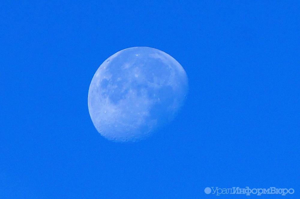 Ученые рассмотрели кратеры на темной стороне Луны