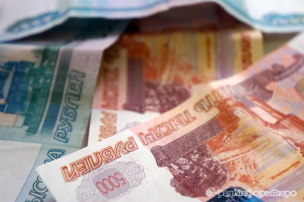 Рубль возобновил падение из-за дешевеющей нефти