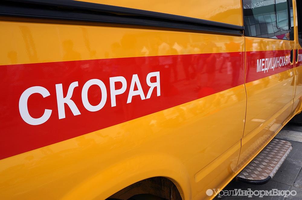 На Южном Урале 3-летняя девочка скатилась с горки под колеса легковушки