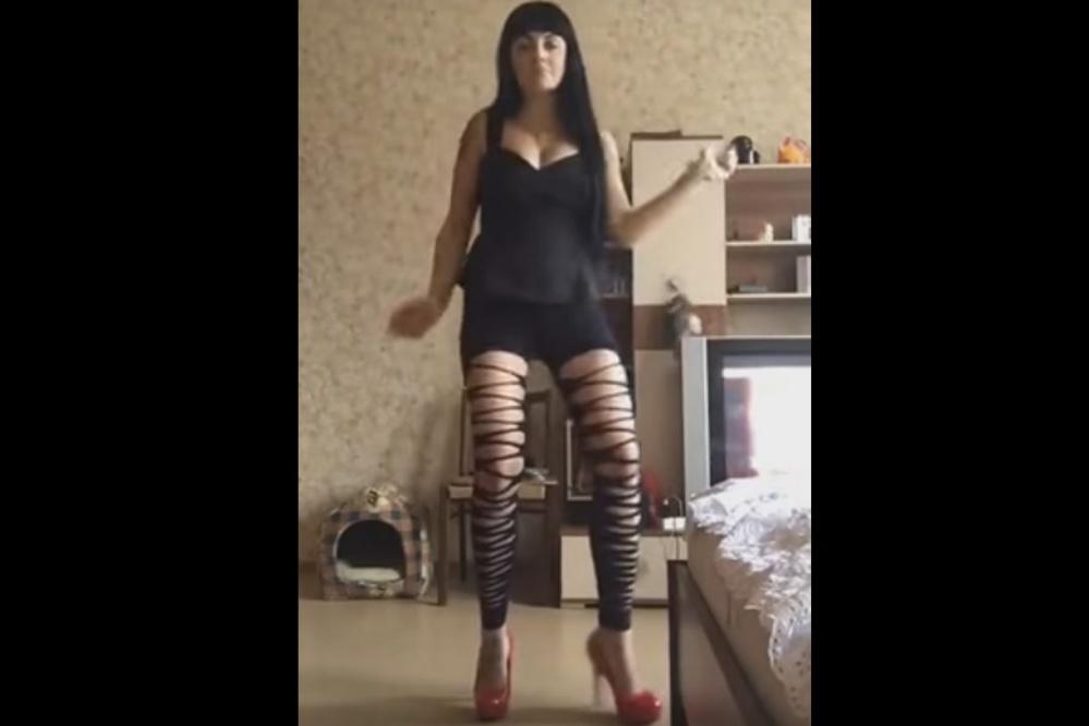 В столицеРФ МВД начало проверку пофакту эротического танца сотрудницы милиции