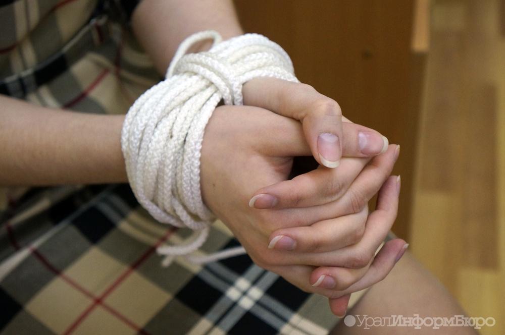 ВАше 2-х сестер-подростков цыгане похитили, чтобы жениться