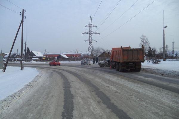 ВЕкатеринбурге неочищенную отналеди дорогу закрыли для движения автобусов