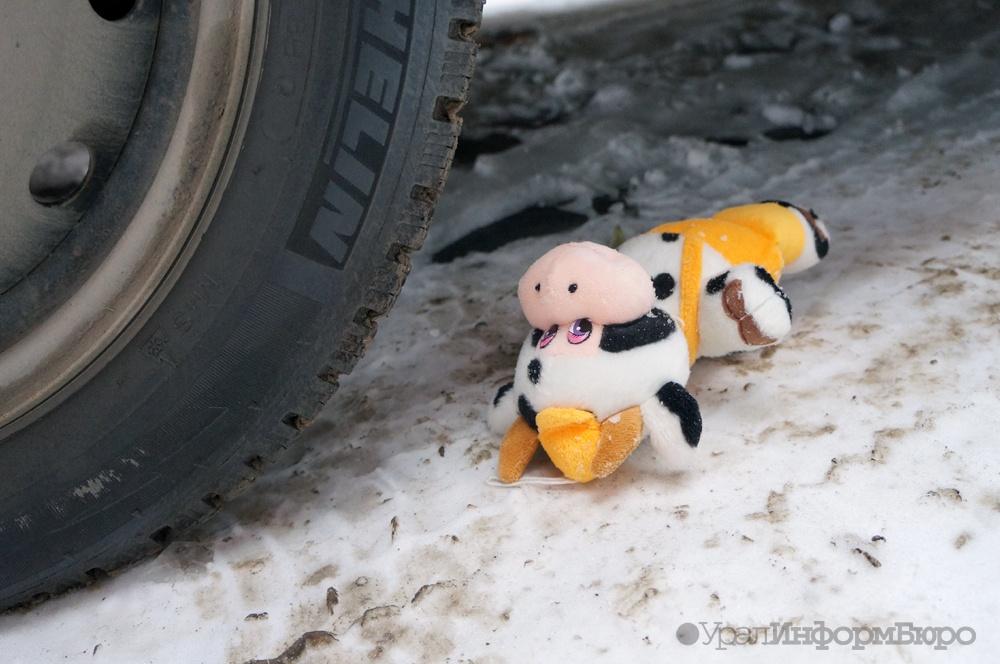 Санки с2-летним ребёнком попали под машину вЧелябинске