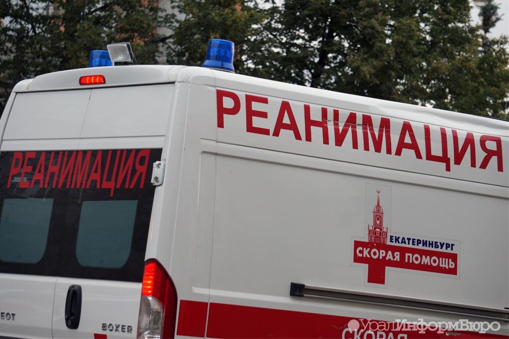 Натрассе Екатеринбург— Тюмень столкнулись грузовой автомобиль илегковушка. Погибла женщина