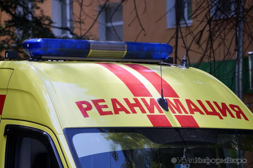 ВТюменской области автобус сбил 2-х девушек-подростков напешеходном переходе