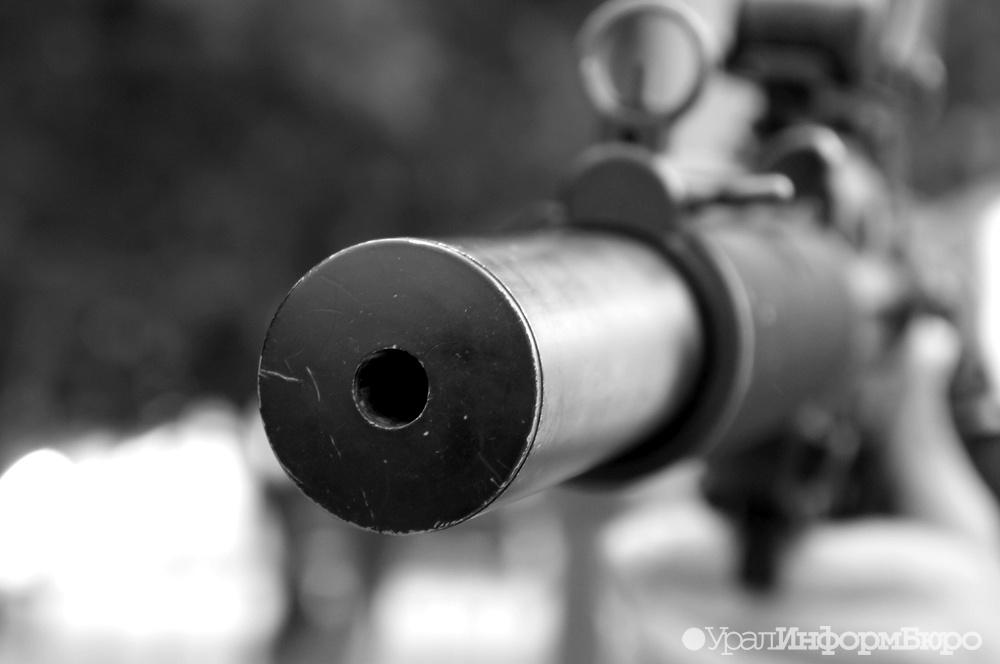 Нетрезвый салехардец расстрелял изружья машину вцентре города