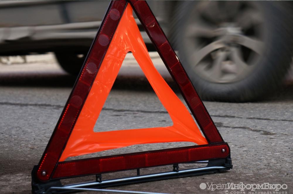 НаКольцовском тракте вЕкатеринбурге столкнулись шесть авто