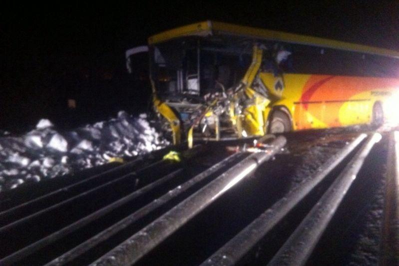 ВХМАО вДТП савтобусом и грузовым автомобилем умер человек