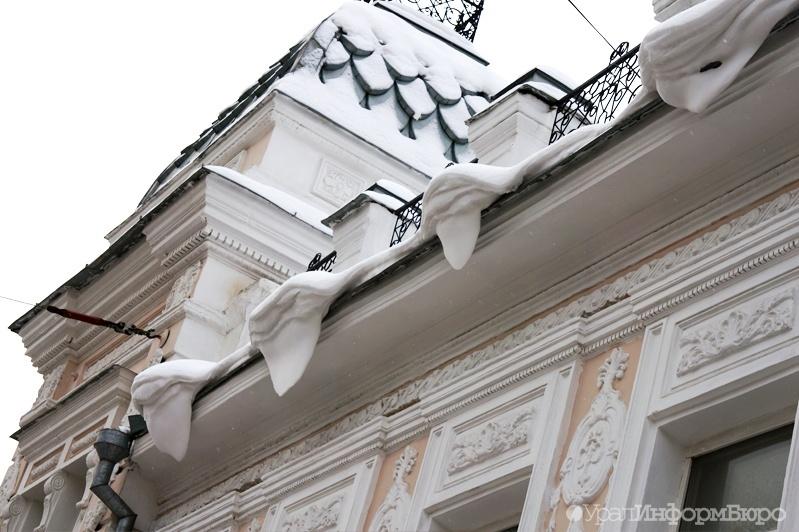 ВТюменском районе наподростка скрыши обрушилась снежная наледь