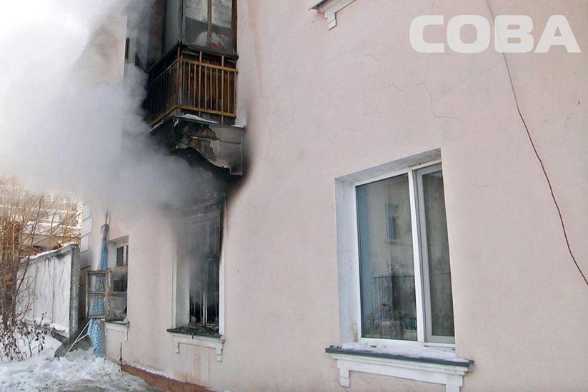 Впожаре векатеринбургской двухэтажке умер мужчина Сегодня в11:56