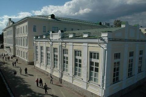 ВЕкатеринбурге суд обязал руководство гимназии №9 заняться сохранением здания-памятника