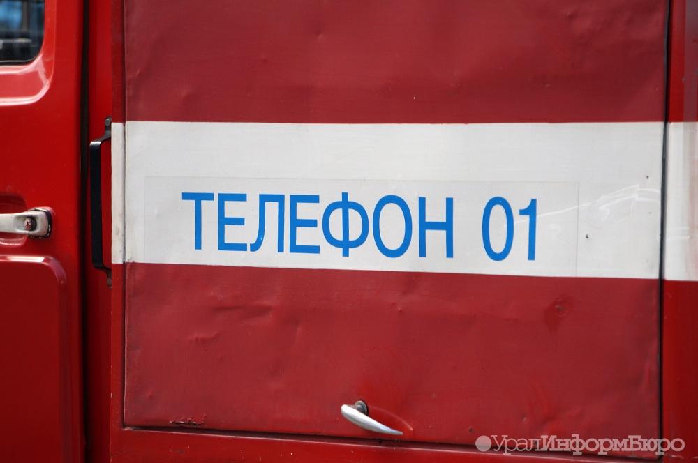 На екатеринбургском Уралмаше выгорела градирня в 300 квадратов