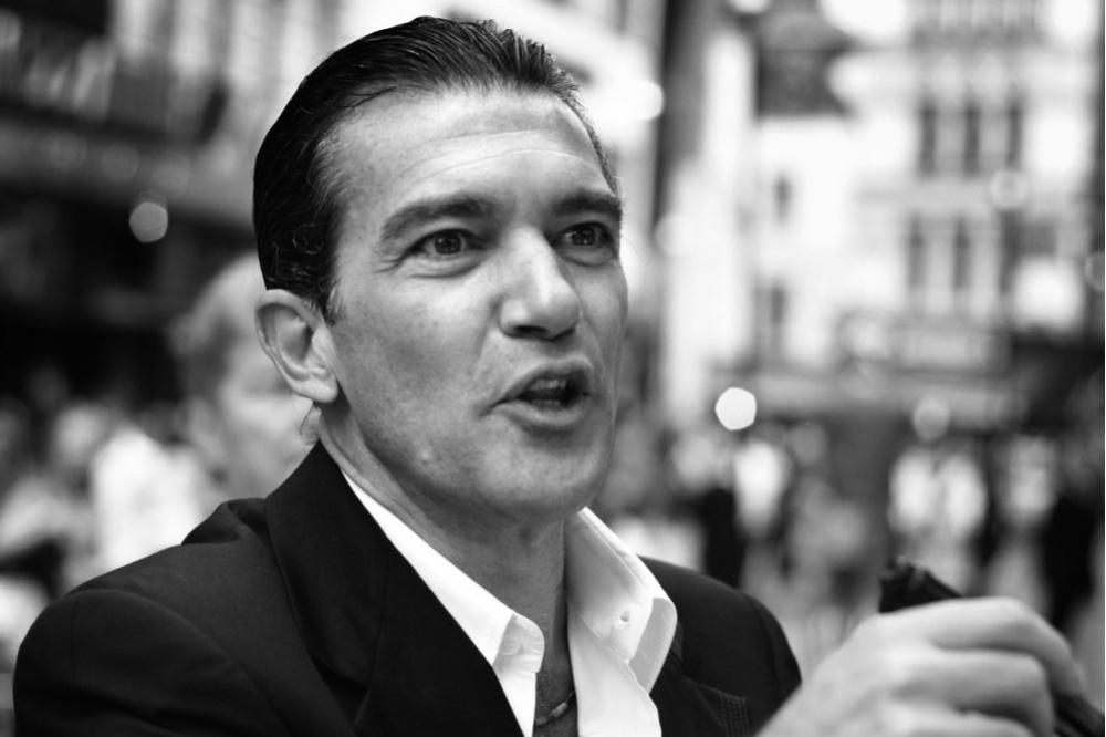 Антонио Бандерас прокомментировал соскалы слухи осердечном приступе