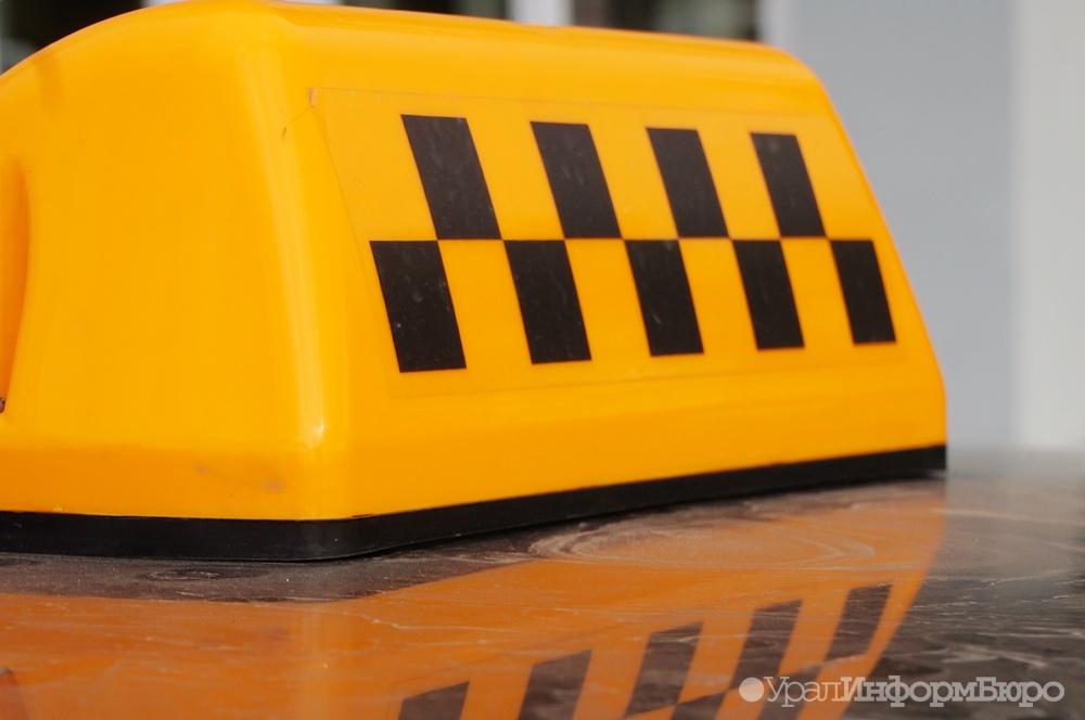Наркоман вКопейске ударил таксиста ножом вшею и убежал измашины
