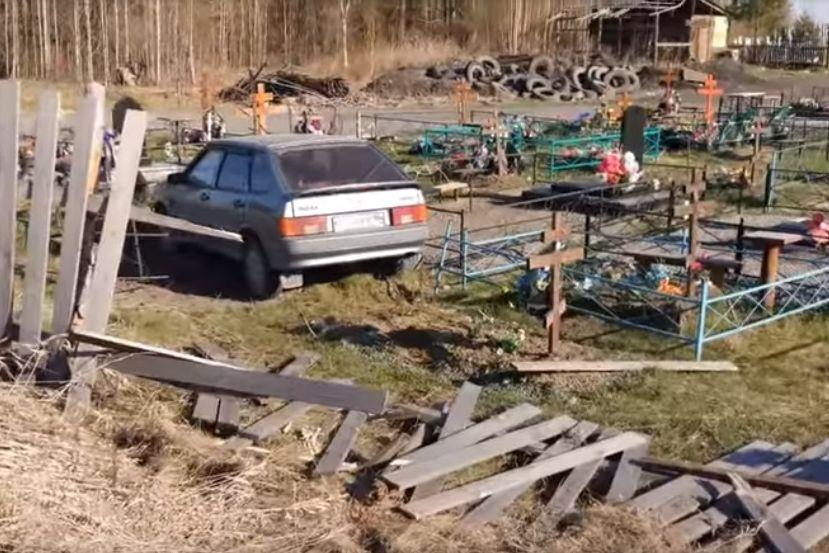 Свердловчанин на ВАЗе проехал по могилам на кладбище под Серовом
