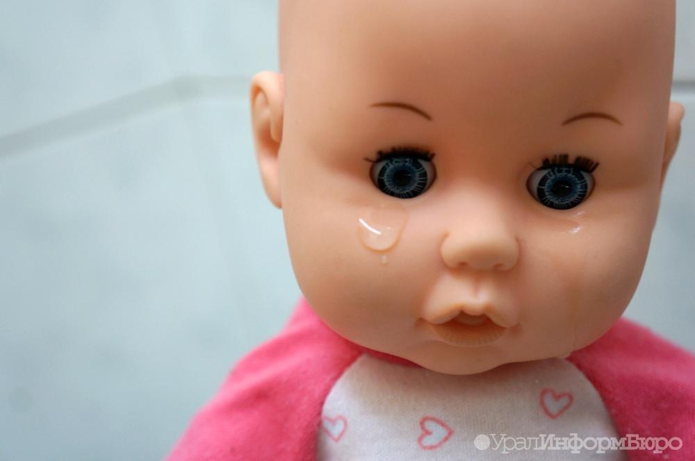 Натерритории клиники вЧелябинске отыскали брошенную новорожденную девочку