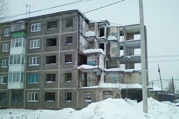 ВПервоуральске люди 20 лет живут вполуразрушенной пятиэтажке