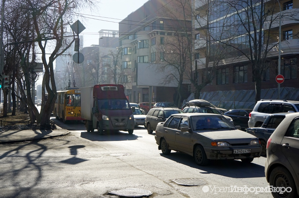 Воронежцев привлекают автомобили среднего класса старше 7 лет
