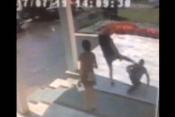 Видео потасовки вНефтеюганске: женихи устроили разборку уЗАГСа вдень свадьбы