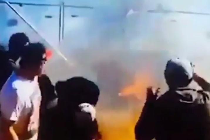 Нагонках вАвстралии втолпу созерцателей распылили горящее горючее