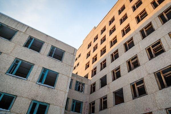 ВСвердловской области решили снести недостроенную больницу — Деньги наветер