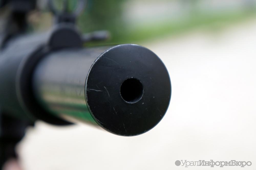 Вооруженный ружьем мужчина пришел вшколу наУрале