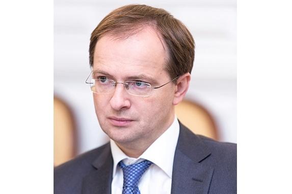 Министр культуры Владимир Мединский накануне прилетел вЕкатеринбург