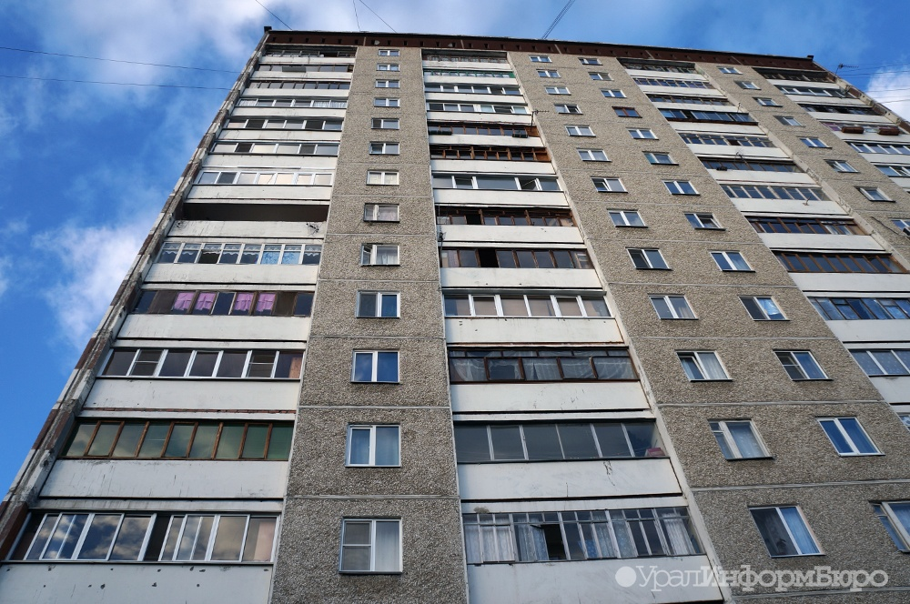 ВЧелябинске свосьмого этажа упал ребенок