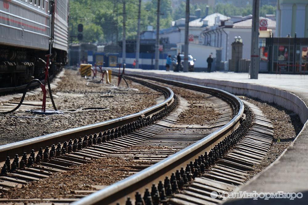 Нажелезной дороге около станции Ревда поезд насмерть сбил мужчину