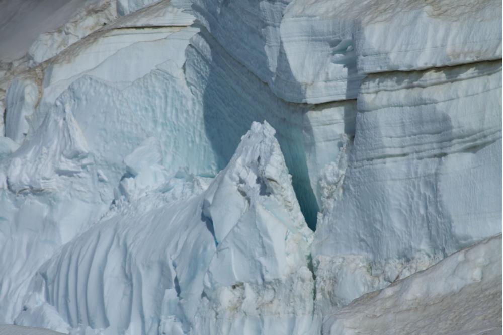 Арктические льды не прекращают поражать ученых