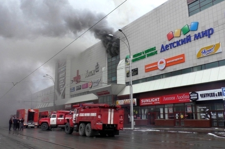 ВКемерове начался демонтаж сгоревшего ТРЦ «Зимняя вишня»
