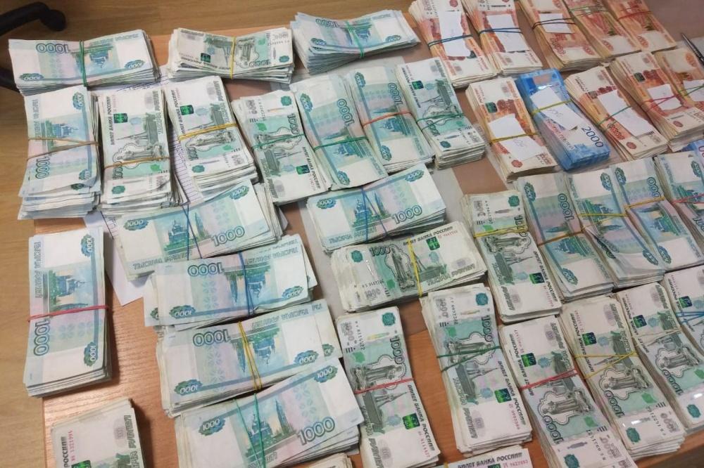 Китаец пытался вывезти через Кольцово 4 килограмма денежных средств Сегодня в13:52