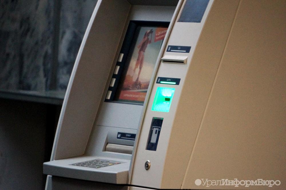 Жители России массово забирают валюту избанков