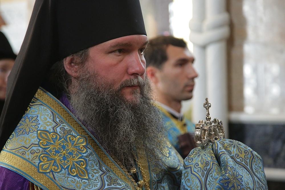 Митрополит и защитники экс-схиигумена Сергия поспорили из-за икры и вина
