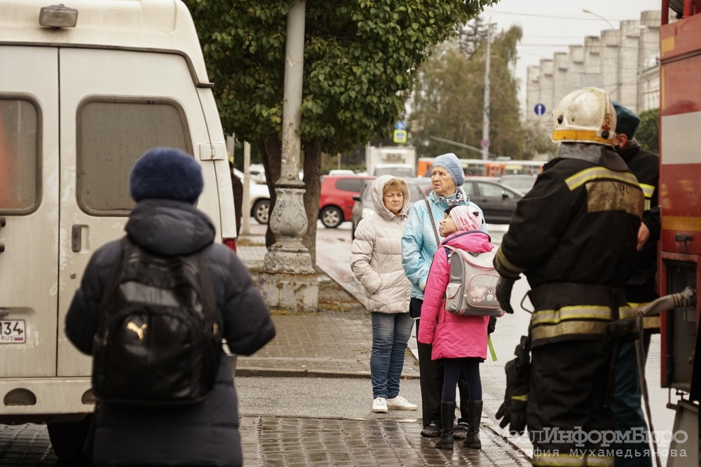 ВЕкатеринбурге эвакуируютТЦ «Мега» и«Радуга Парк», аеще Южный автовокзал