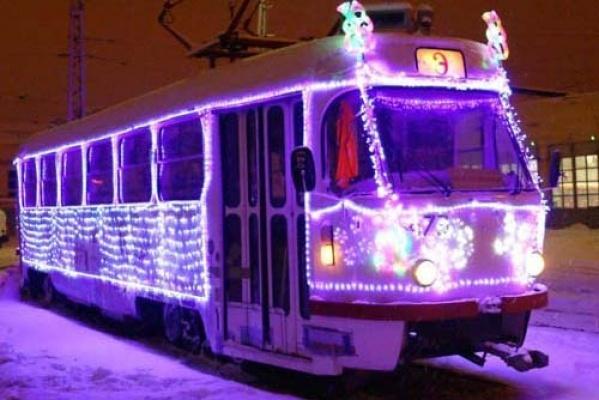 Поулицам Екатеринбурга будет курсировать торжественный трамвай