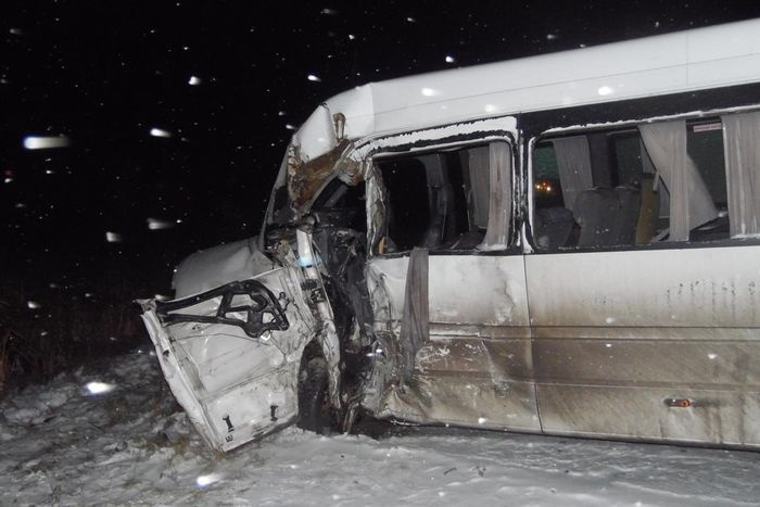 ДТП вСургутском районе. Лада врезалась вмикроавтобус спассажирами