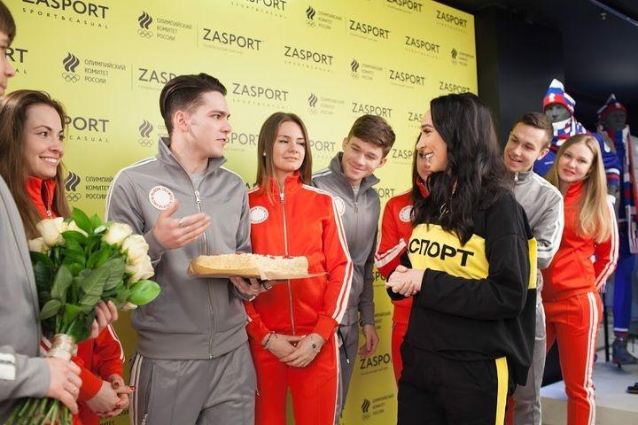 Заклеивают триколоры: русских олимпийцев спозором отправили наИгры
