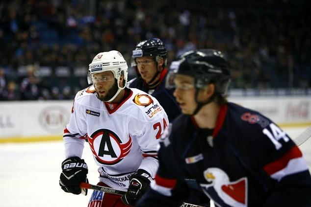 «Слован» вовертайме обыграл «Автомобилист» вматче стабильного чемпионата КХЛ