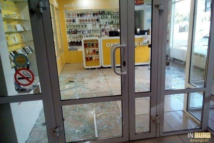 НаУралмаше неизвестные ограбили салон «Евросети»