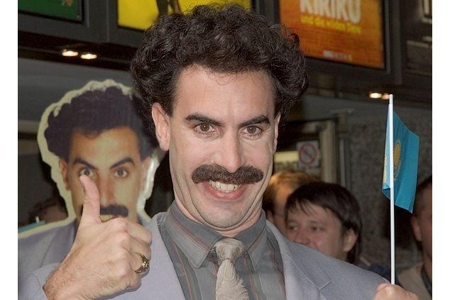 Британский актер Саша Барон Коэн предложил заплатить штраф за чешских туристов, задержанных за фотосессию в купальниках Бората