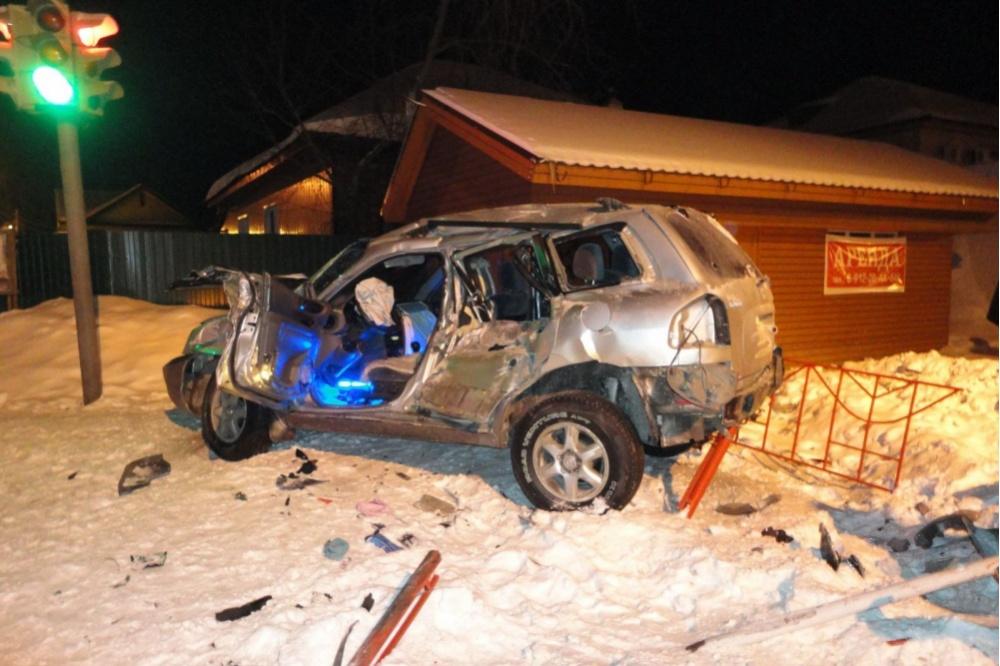 НаУрале иномарка врезалась впожарную машину, пострадал ребенок