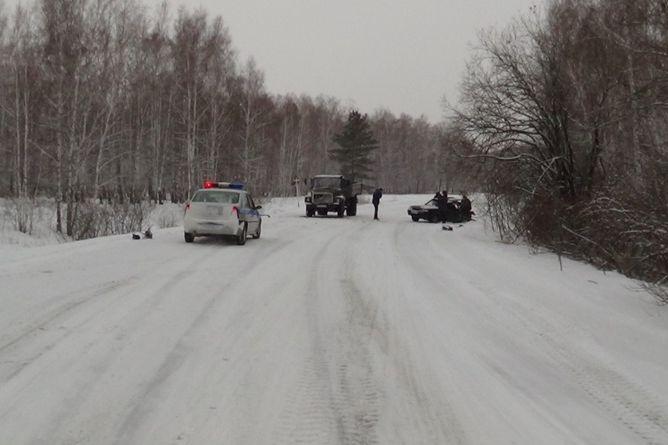 ВАЗ вылетел наГАЗ назаснеженной дороге вУвельском районе