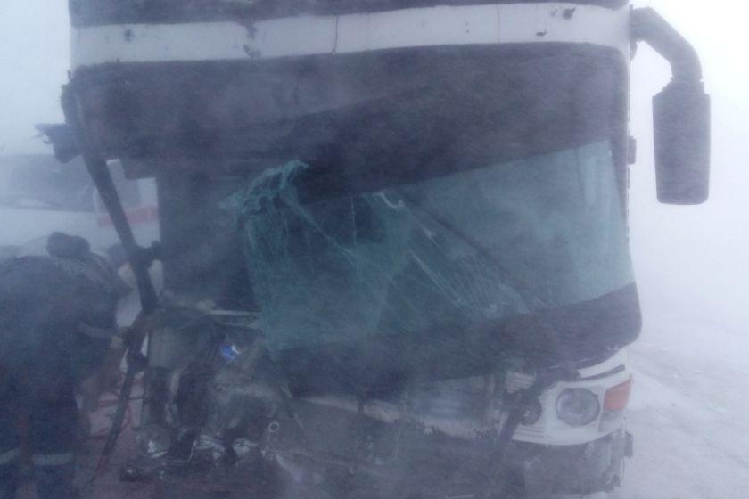 ВКазахстане опрокинулся пассажирский автобус 12января в10:15