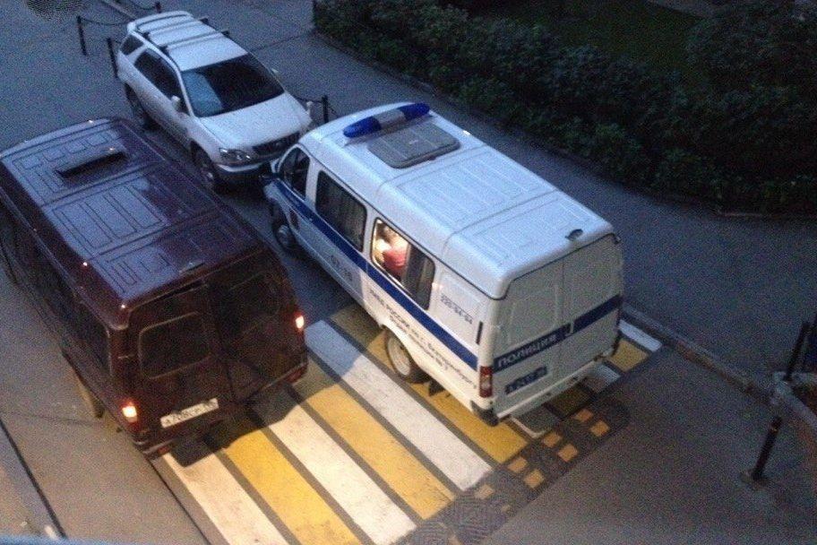 ВЕкатеринбурге женщина разбилась насмерть, выпав изокна элитной многоэтажки