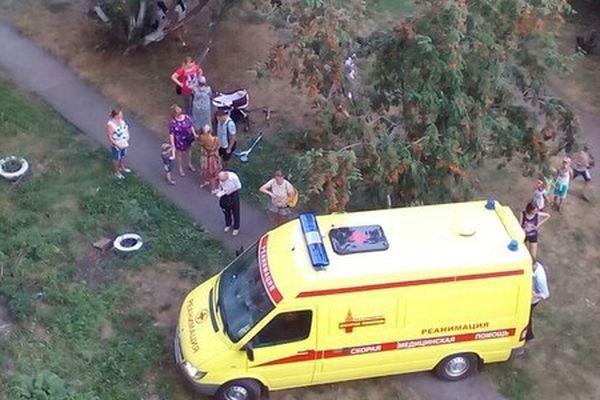 ВЕкатеринбурге 2-летний ребенок выпал изокна девятого этажа