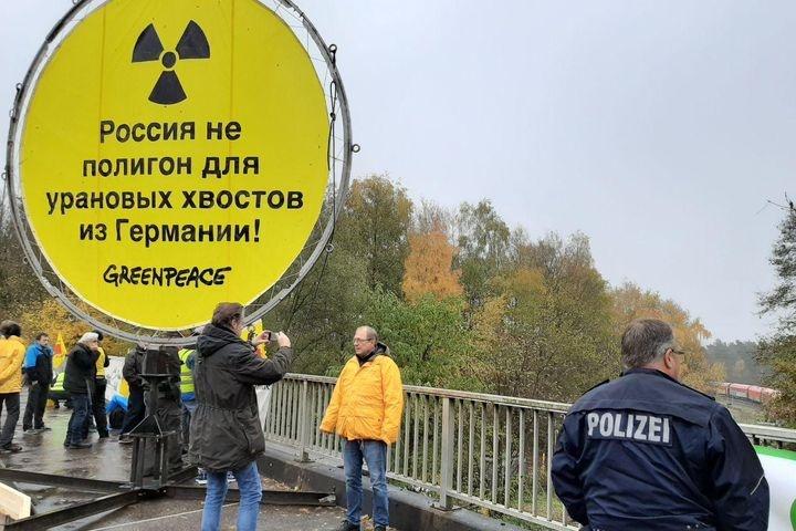 В Германии устроили блокаду радиоактивному поезду в Россию