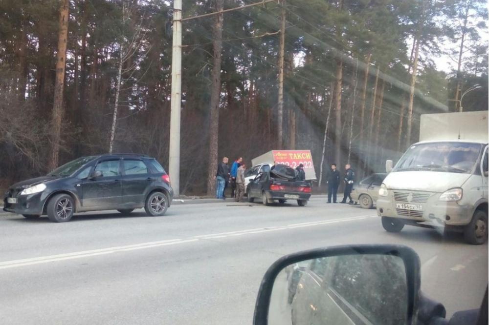 ВЕкатеринбурге столкнулись 4 машины. «Тут три реанимации»