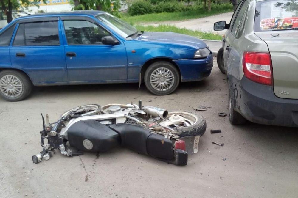 Парень сдевушкой разбились намотоцикле вЧелябинской области