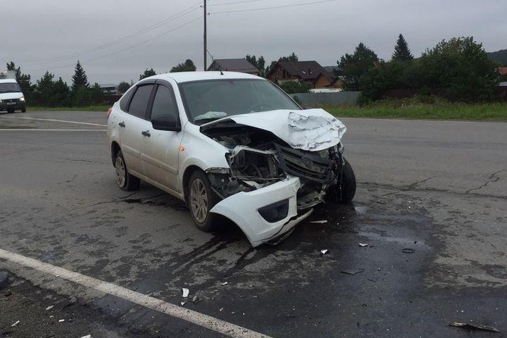 Два человека погибли, еще трое пострадали ввавтоаварии вСвердловской области
